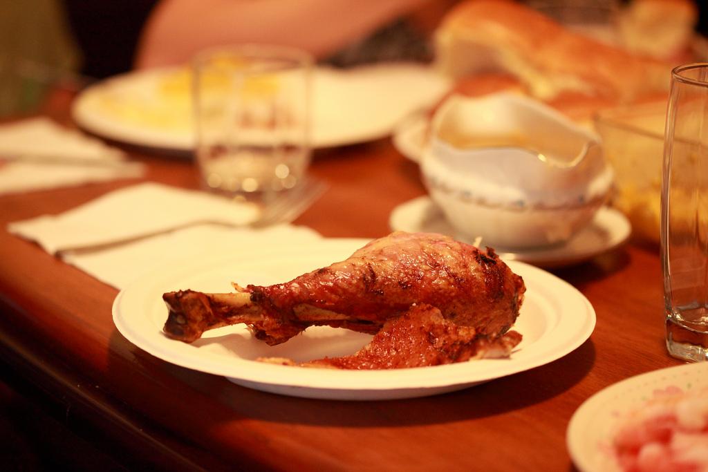 A turkey drumstick for Thanksgiving. | Flickr/ D. Sharon Pruitt
