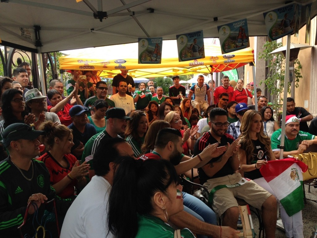la-me-ln-soccer-fans-gather-at-plaza-mexico-in-lynwood-to-watch-world-cup-20140629