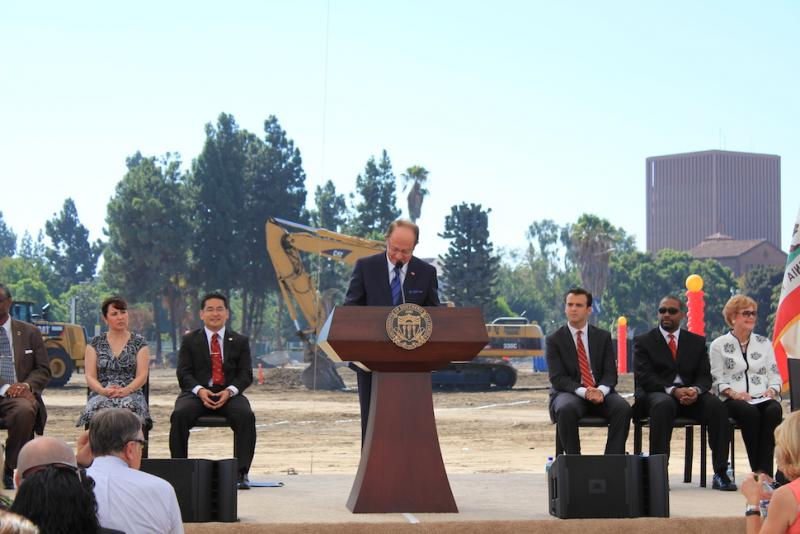 President Nikias addresses the crowd at the USC Village groundbreaking ceremony. | Phoenix Tso/Neon Tommy