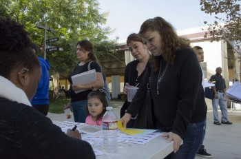 Silvia Pocasangra, her daughter Silvia Flores and granddaughter Genesis Flores being the enrollment process.